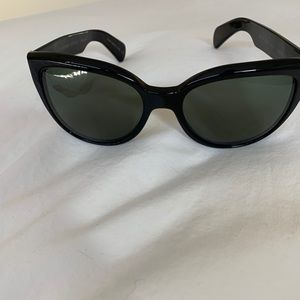 Oliver Peoples Polarized Abrie Sunglasses in black